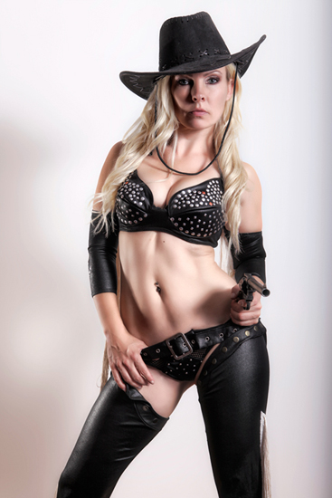 Stripperin als Cowgirl buchen ➨ Berlin-Dreamgirls.com ✓